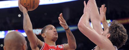 Chicago Bulls guard Derrick Rose (1) puts up a shot to give the Bulls the lead in the final seconds, as Los Angeles Lakers forward Pau Gasol defends during an NBA basketball game, Sunday, Dec. 25, 2011, in Los Angeles. The Bulls won 88-87. (AP Photo/Mark J. Terrill)