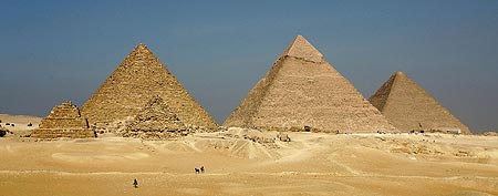 Pyramids of Menkaure (L), Khafre (C) and Khufu, just outside Cairo, Egypt. (Sean Gallup/Getty Images)