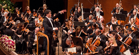 Alan Gilbert conducts the Berlioz's Symphonie Fantastique during the 2009-10 Opening Night Gala at Avery Fisher Hall in New York, marking Gilbert's debut as director of the New York Philharmonic, Wednesday, Sept. 16, 2009. (AP Photo/New York Philharmonic, Chris Lee)