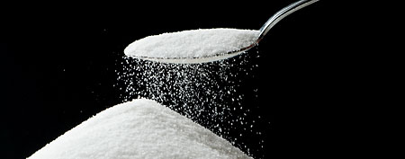 Sugar falling off spoon. (Thinkstock)