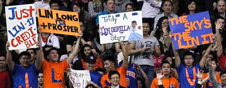 Fans cheer Jeremy Lin #17 of the New York Knicks against the Toronto Raptors at the Air Canada Centre February 14, 2012 in Toronto, Ontario, Canada. (Photo by Jeff Zelevansky/Getty Images)