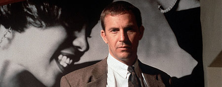THE BODYGUARD US 1992 KEVIN COSTNER Date 1992, (Photo by: Mary Evans/WARNER BROS/Ronald Grant/Everett Collection)