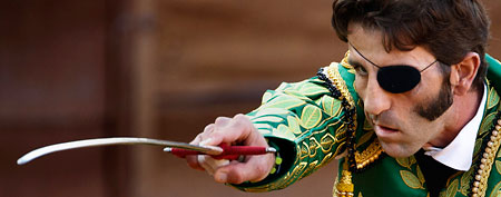 Spanish bullfighter Juan Jose Padilla aims his sword during a bullfight (AP/Daniel Ochoa de Olza)