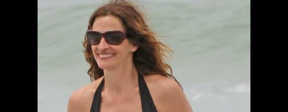 Julia Roberts reveals tattoo in a bikini (Splash)