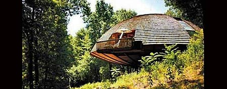 A circular home in upstate New York rotates on an axle. (Photo: Zillow/Pascal Perich)