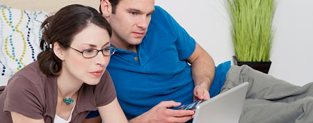 Couple looking at computer (Thinkstock)