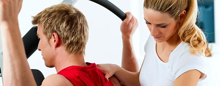 Physical therapist helping patient (Thinkstock)