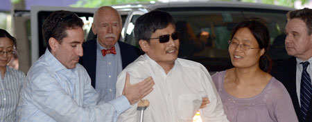 Blind Chinese legal activist Chen Guangcheng, center, arrives at Washington Square Village on the campus of New York University, Saturday, May 19, 2012 in New York. (AP Photo/Henny Ray Abrams)