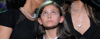 "ابنة مايكل جاكسون ""برينس"" في حفل تأبينه بمدنية لوس أنجلوس عام 2009 (Getty Images Entertainment)"