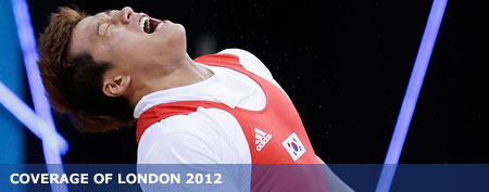 Weightlifter Sa Jae-hyouk of South Korea dislocates his elbow during the London Olympics. (Mike Groll/AP)