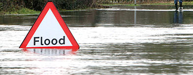 Flood threats as UK thaw sets in