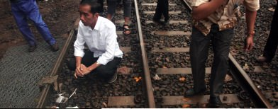 Jokowi tinjau tanggul (Foto: Antara/Dhoni Setiawan)