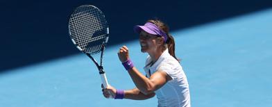 China's Li demolishes Sharapova