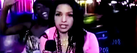 Reporter gets best revenge on distracting woman