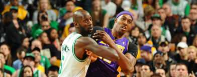 Celtics stay hot, wallop Lakers