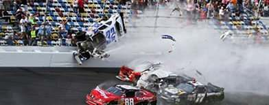 Dozens of fans hurt in Nascar crash