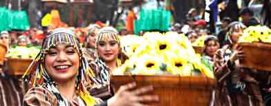 'Flowers' bloom in the Panagbenga parade