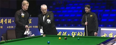 Blundering referee in snooker howler