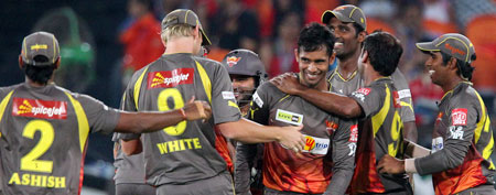 Hyderabad beat Bangalore in Super Over