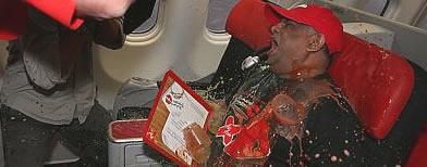 'Stewardess' spills drinks on AirAsia CEO