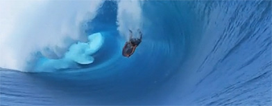 Bodyboarder survives massive wipeout