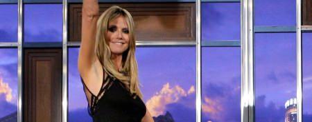 Heidi Klum shows off table-dancing talent