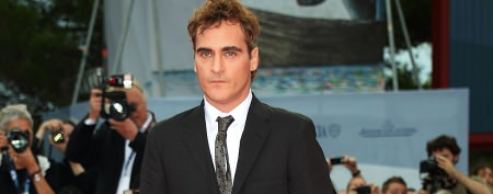 Joaquin Phoenix makes odd appearance