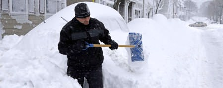 Monster blizzard bashes Northeast