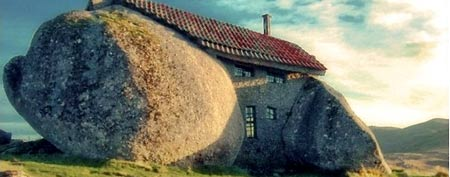 Casa do Penedo, or House of Stone, in Portugal (Feliciano Guimaraes)