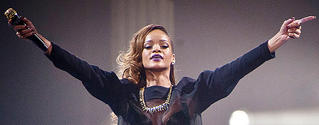 Rihanna snarks at Canada after unexpected delay