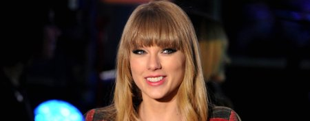 Taylor Swift steps out with brother
