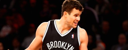 Kris Humphries grosses out NBA fan