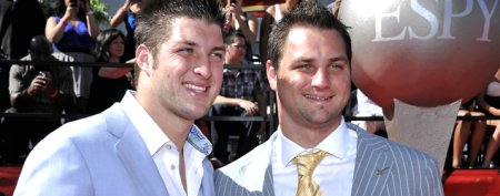 Tebow's brother rubs loss in Denver's face