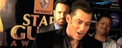 Video: Salman imitates arch enemy SRK