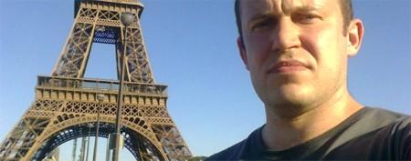 Photos of 'stoic tourist' win Web fans