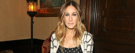What's SJP wearing on her feet?