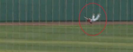 Baseball catch seems to defy gravity