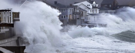 Messy storm sweeps into New England