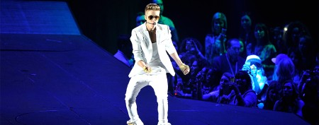 Justin Bieber collapses during concert