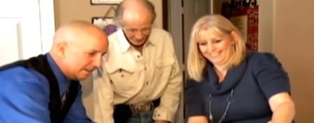 Strangers help homeless man find daughter