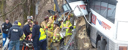 2 dead after tour bus crashes in Pa.