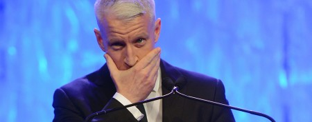 Anderson Cooper gets awards show smooch