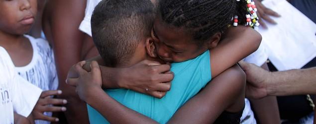 """""""Acharam que minha mãe era bandida"""", diz filha de mulher arrastada por PMs."""