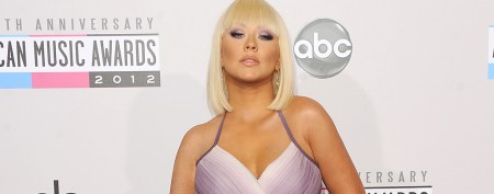 Christina Aguilera debuts fresh-faced makeover