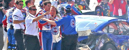 Big wreck, scuffle mar thrilling NASCAR finish