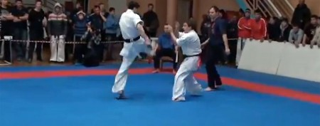 Acrobatic and painful kick destroys opponent