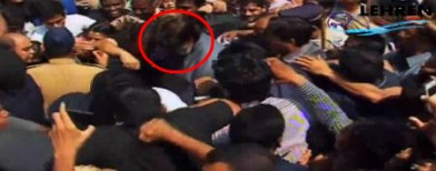 Caught on cam: Big B mobbed at an event