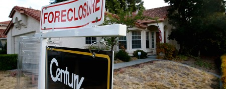 300,000 U.S. homes are foreclosed 'zombies'