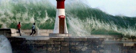 When giant waves rise from the sea