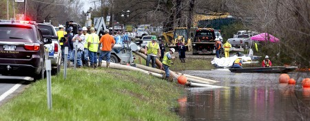 Burst pipeline spews oil in subdivision